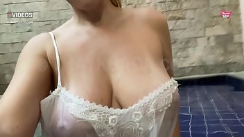 Downblouse MILF Amateur Wet